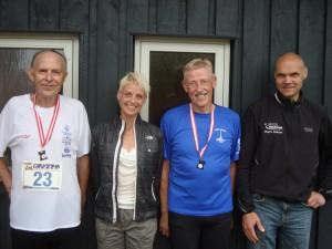 Tilsammen har de løbet 1.605 marathon. Jeg har stor respekt for Erhard Filtenborg, Birgitte Munch Nielsen, Anders Munch Madsen og Mogens Pedersen.