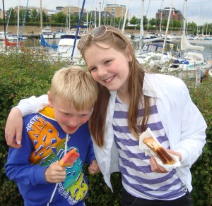 Viktor og Emilie - så er det ferie - is og toast på Langelinie