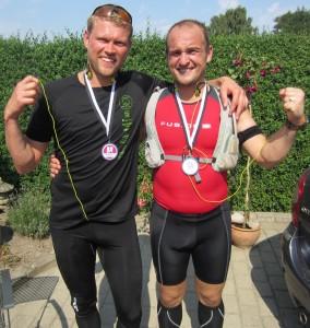 Brian Jensen og Jannik B. Trinderup i mål efter 42,2 varme km. Det var Brians første marathon - stort tillykke med den flotte præstation :-)