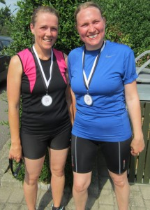 Birgitte Kirk og Ditte Trinderup havde planlagt at løbe to runder men endte med at løbe deres første halvmarathon. Stort tillykke :-)