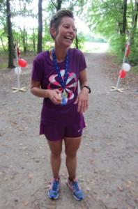 Henriette Lisse i mål efter marathon nr. 100. Hun er den femte kvinde i Klub 100 Maraton