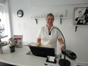 Fodterapeut Malene Schmøde i hendes hyggelige klinik i Næstved