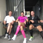 Dejligt at sidde lidt ned efter 42,2 km. Carsten Jensen, Annette Fredskov, Carsten Dahl