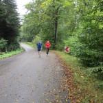 En del af turen er skovtur. Rene Hjorth Olsen og Annette Fredskov