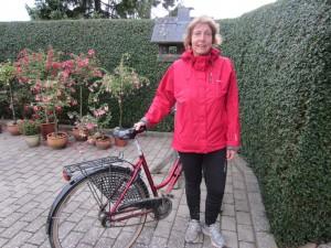 Skadet marathonløber og fotograf Susanne Gren cykler rundt på ruten og hepper
