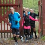 Carsten Jensen, Henriette Lisse, Carsten Dahl m.fl. på vej ind i Dyrehaven efter en tur omkring Rådvad Dam. Foto: Karen Lyager Horve
