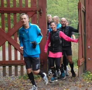 Carsten Jensen, Henriette Lisse, Carsten Dahl m.fl. på vej ind i Dyrehaven efter en tur omkring Rådvad Dam