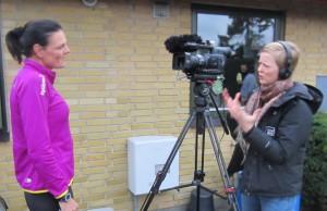 Journalist Ida Daugård fra TV2 Øst var med hele løbet. Her bliver jeg interviewet inden start