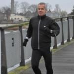 Leif Skinnerup i fuld fart over broen til Amager Strandpark