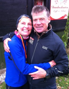 Stort tillykke til Lene Bruun. Her sammen med sin stolte mand, der kom i mål lidt før os.