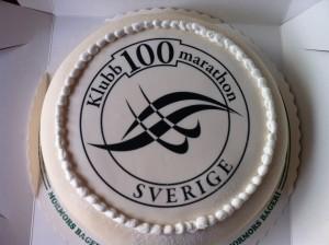 Susanne Gren havde sørget for en meget flot kage i anledning af Tony Grens marathon nr. 100