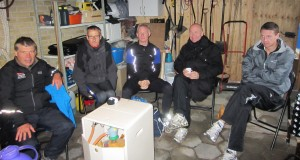 Mandehørm i garagen inden pigerne kom i mål :-) Ulrik Bruun, Carsten Jensen, Jonas Ørum, Carsten Dahl, Rene Hjorth Olsen