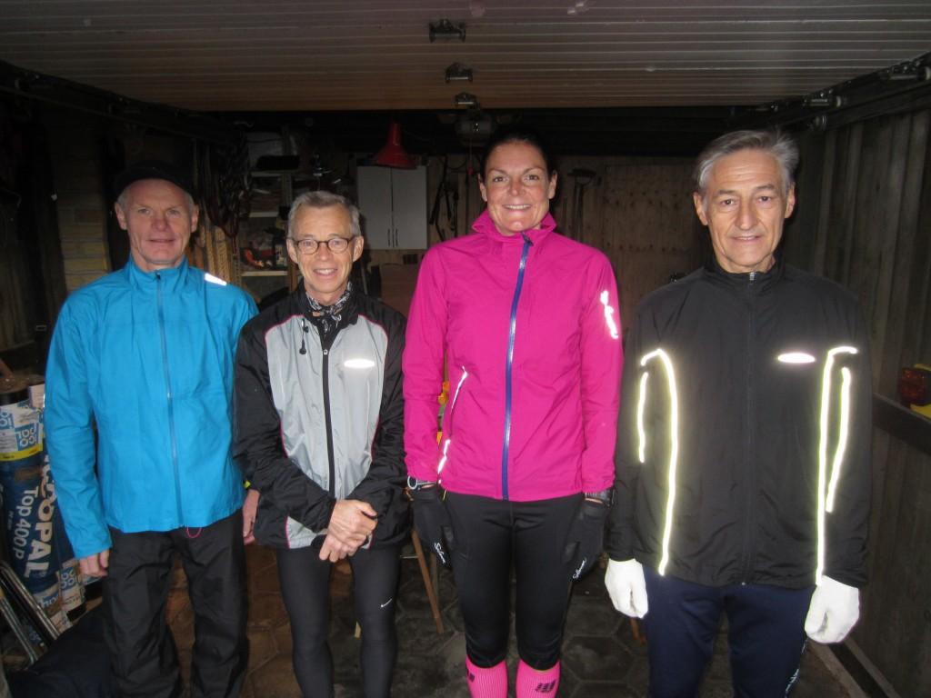 Startbillede i garagen en lidt våd og blæsende efterårsdag. Preben Poulsen, Carsten Christensen, Annette Fredskov, Henning Baginski