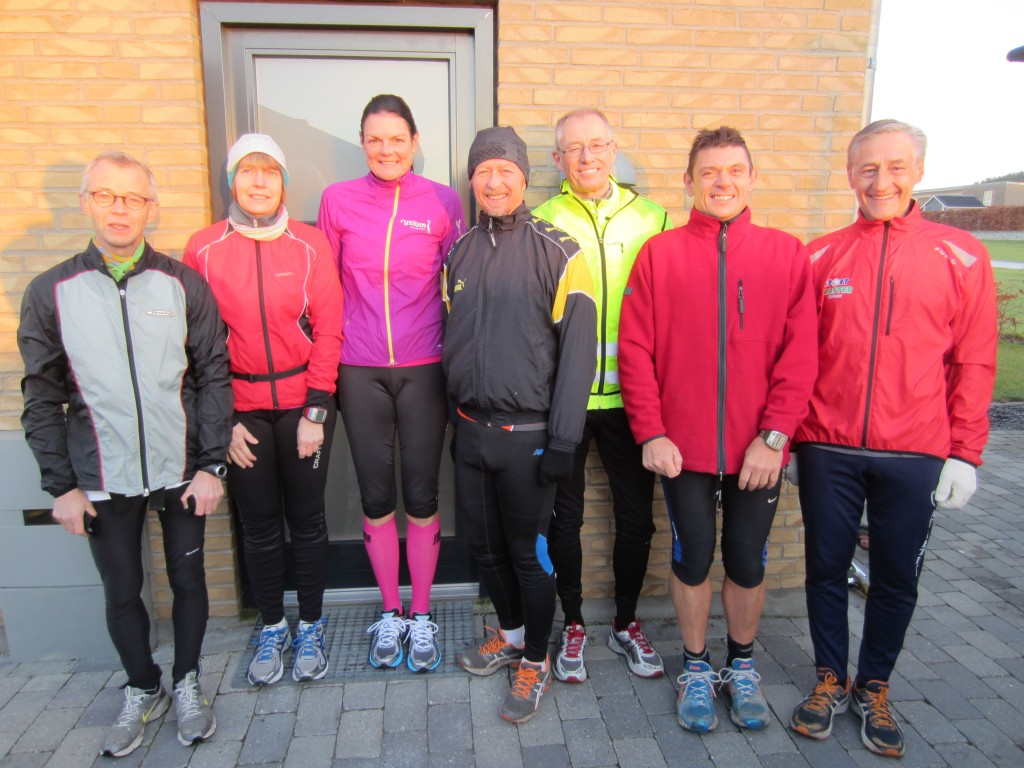 Klar til marathon i solskinsvejr: Carsten Christensen, Susanne Gren, Annette Fredskov, Tony Gren, Jörgen Nilsson, Hans Jørgensen, Henning Baginski